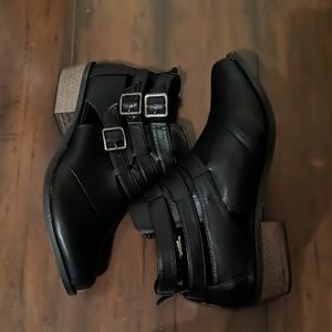 Torrid Size 12W Black Cutout Booties